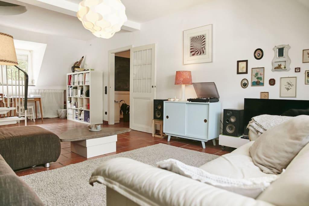 Wohnzimmer, wird ausschließlich privat und nicht gemeinschaftlich genutzt. Gehört zum Schlafzimmer inklusive.