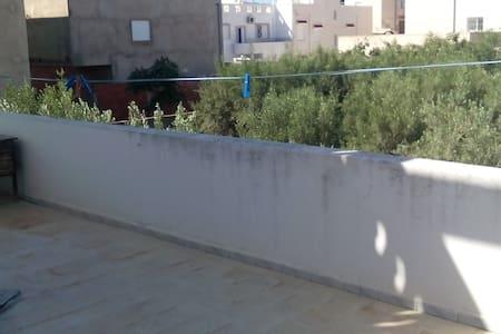 Très grande maison à prix reduit - Tunis - Rumah