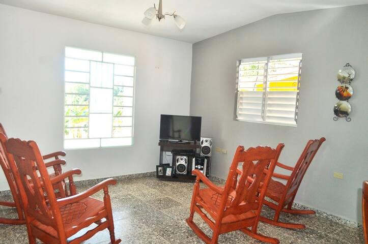 Casa Sra. Mirtha Diaz. Vista al Valle - Viñales - Huis