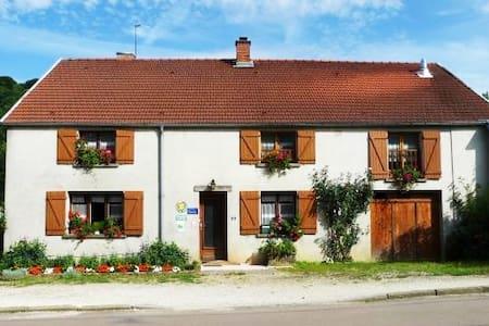 Chambres d'hôtes à la Source du Saôlon - Culmont - Dům pro hosty