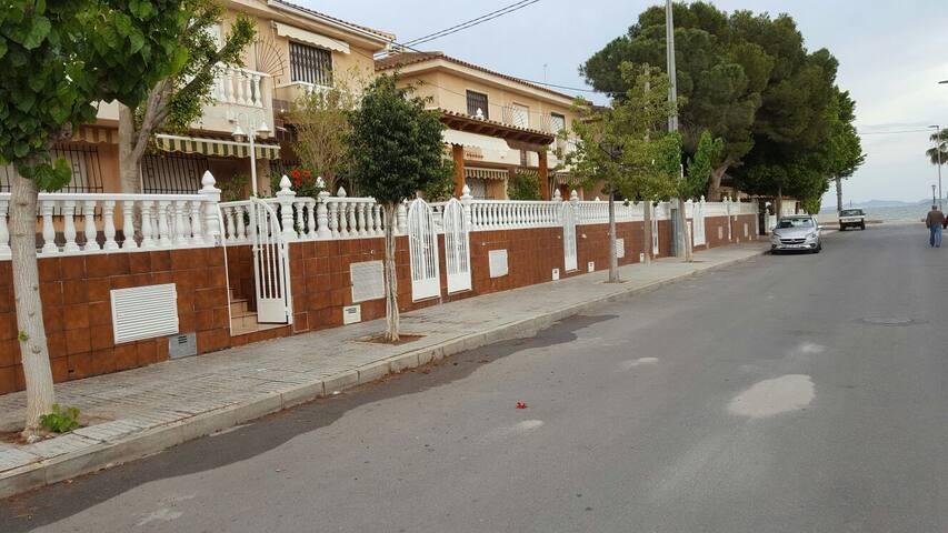 ALQUILER MENSUAL DE VIVIENDA - Los Alcázares - Casa