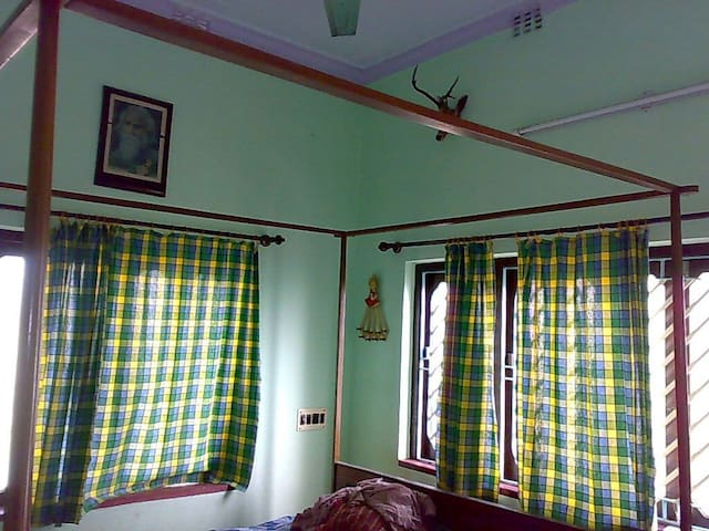Home Away Home - Hooghly - Casa