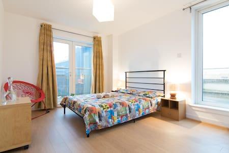 Eco-friendly en-suite with rooftop terrace - Glasgow - Lakás