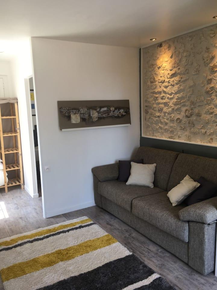 Studio indépendant dans maison en pierre