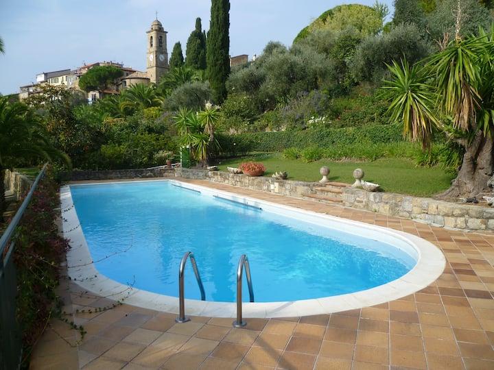 Historical home, huge garden, swimming pool