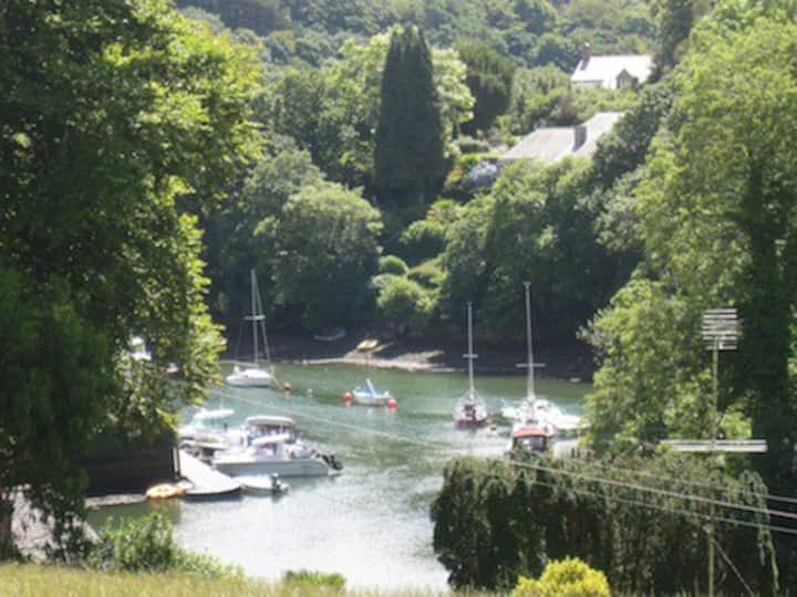 Cottage on the Helford River. Large, safe garden