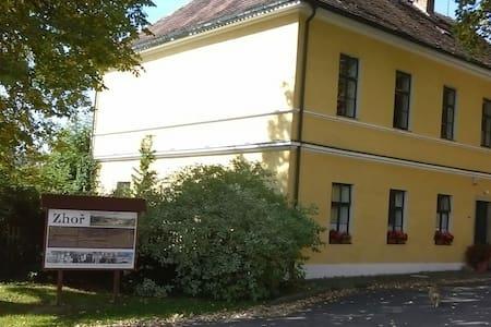 Ubytování v romantické škole - Pacov, Kraj Vysočina, CZ - Bed & Breakfast