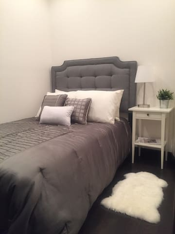 Comfy and quiet room in SoHo.