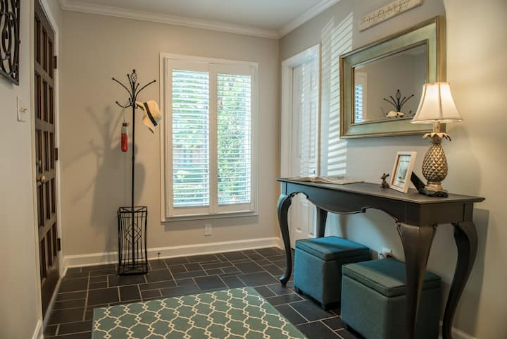Gorgeous Gated Townhome just 3 Miles from Downtown