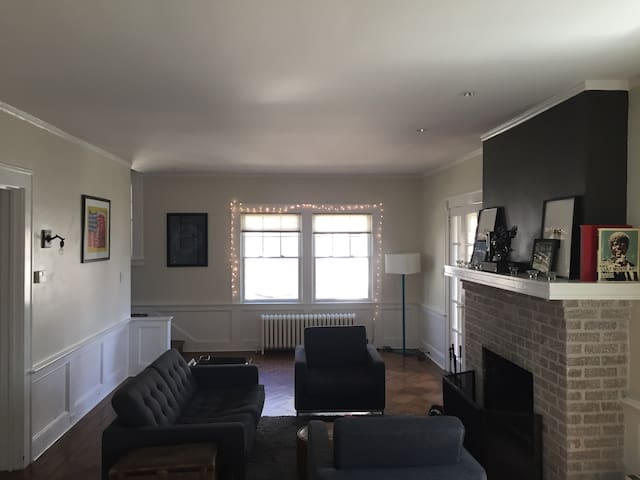 Near NYC/Short Walk to Station/Large Home
