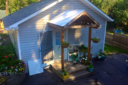 Private Self Contained Studio Guest House - Salmon Arm