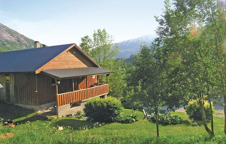 Holiday cottage with 3 bedrooms on 100 m² in Jostedal