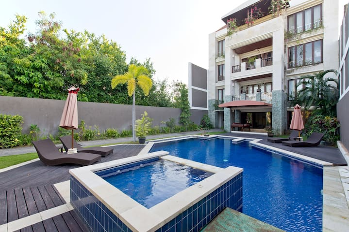 Wow Amazing Seminyak Location!! 2 bed 2.5 bath