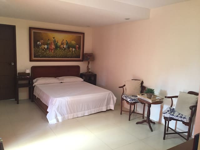 Relaxing room on a cliff - Calatagan - Bed & Breakfast