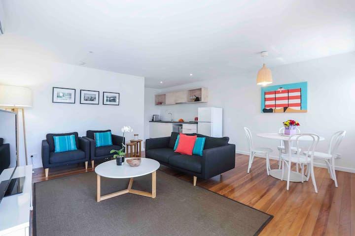 Deluxe 1 Bedroom Apartment - Lowest Nightly Rate Guaranteed