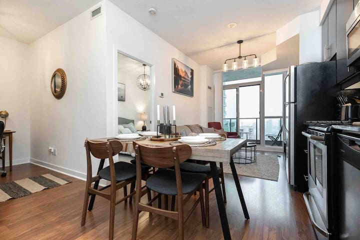 Luxury Condo Near CN Tower, Heart of Downtown.