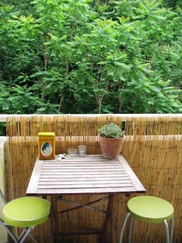 de la verdure et du calme..balcon côté cuisine