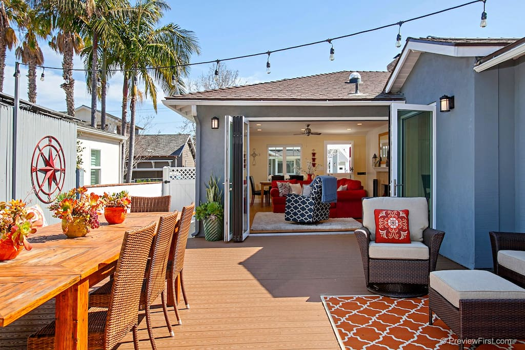 Great Back Yard with Large Table for Family Gatherings