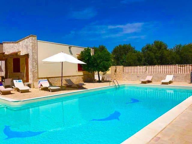 """Villa con Piscina """"Dolphin House"""""""