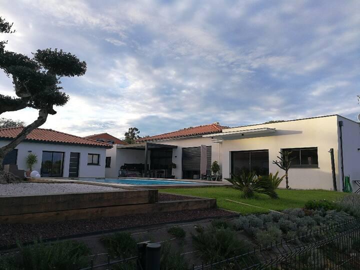 villa contemporaine clim piscine privée 3 chambres