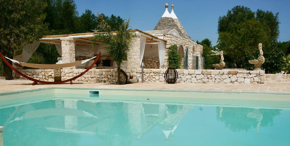 """Traditional Holiday Home """"Trulli del Gattopardo"""" with Wi-Fi, Garden, Patio & Pool; Parking Available"""