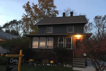 Private Home in Downtown Ferndale - 펀데일(Ferndale)