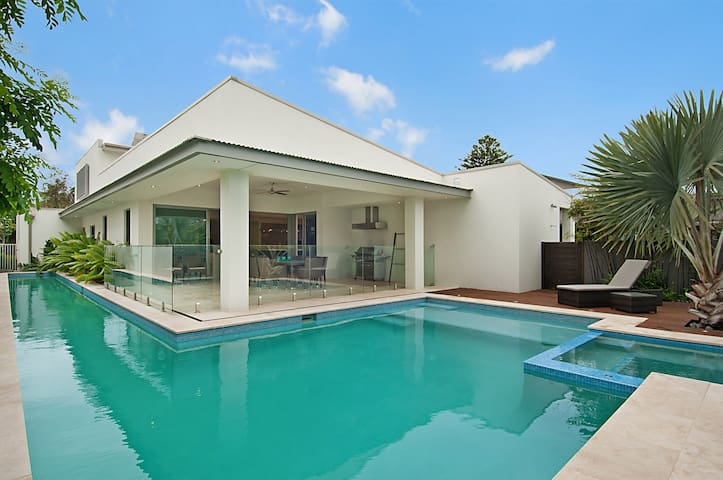 Luxury by the beach - North Avoca