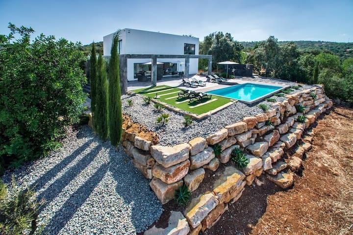 Splendid Villa Abaton (one of the views)