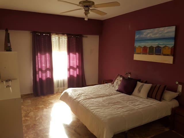Bonita y amplia habitación - Denia - Appartement