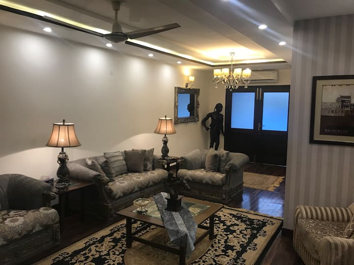 Shahmeer's Executive Apartment