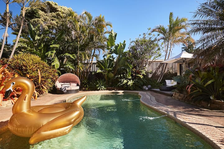 The Pool House at Caves Beach