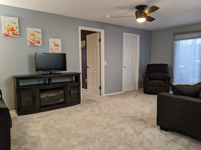 Completely furnished 1 bdrm in suburbs!