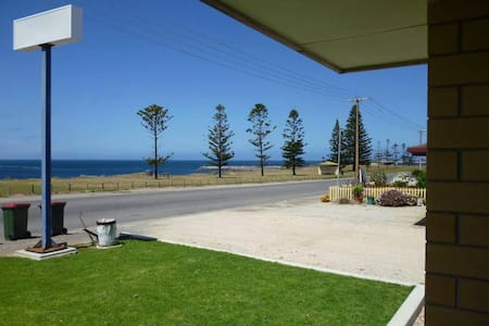 Edithburgh Stunning Ocean Views #bookusout