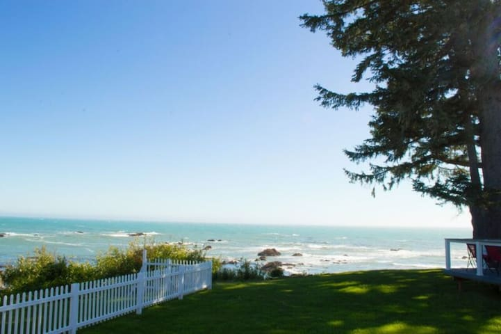 Ocean View Cove on a bluff over the Pacific!