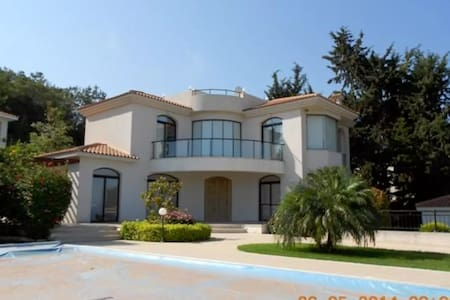 Superb Private Sea View Villa - Argaka