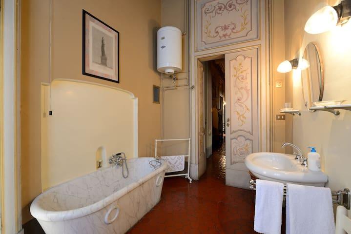 VILLA NONARO – BEEKEEPING & TOURISM - Varese - 別荘