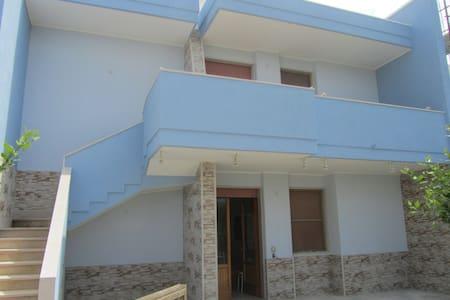 Confortevole Trilocale a 300 mt dal mare  S. Foca - San Foca - Apartamento