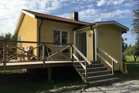 Modern stuga på landet nära Stockholm - Ekerö V - House