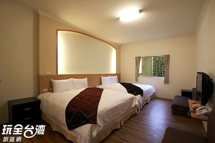 詹德仁茶園民宿 三樓和風四人房 Quadruple Room with wood floor