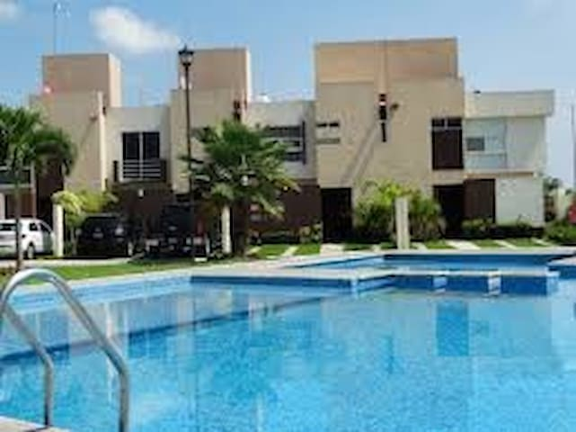 Beautiful House with pool, outstanding amenities - Ciudad Apodaca