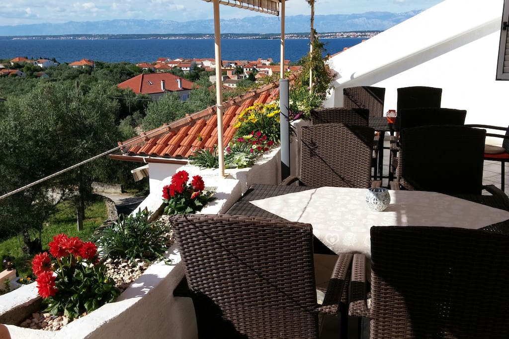 Apartment for 5 persons with beautiful view on adriatic sea, Zadar and Velebit