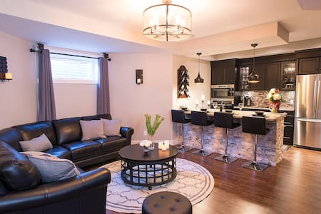 **Luxury 1BD Suite/Sauna** - Sherwood Park