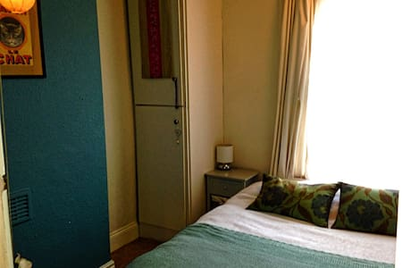 Newly Decorated Cosy Double Close to City Centre - Leeds - 独立屋