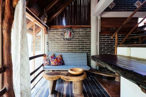 Rustic Design Bungalow.Full kitchen.1mn walk to 🏖