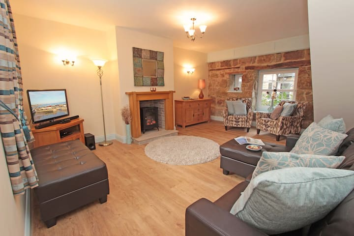 Sandy Toes Cottage, Seahouses, short walk to beach