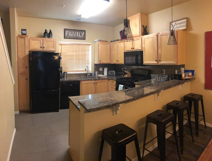 Updated condo close to town, skiing & hiking