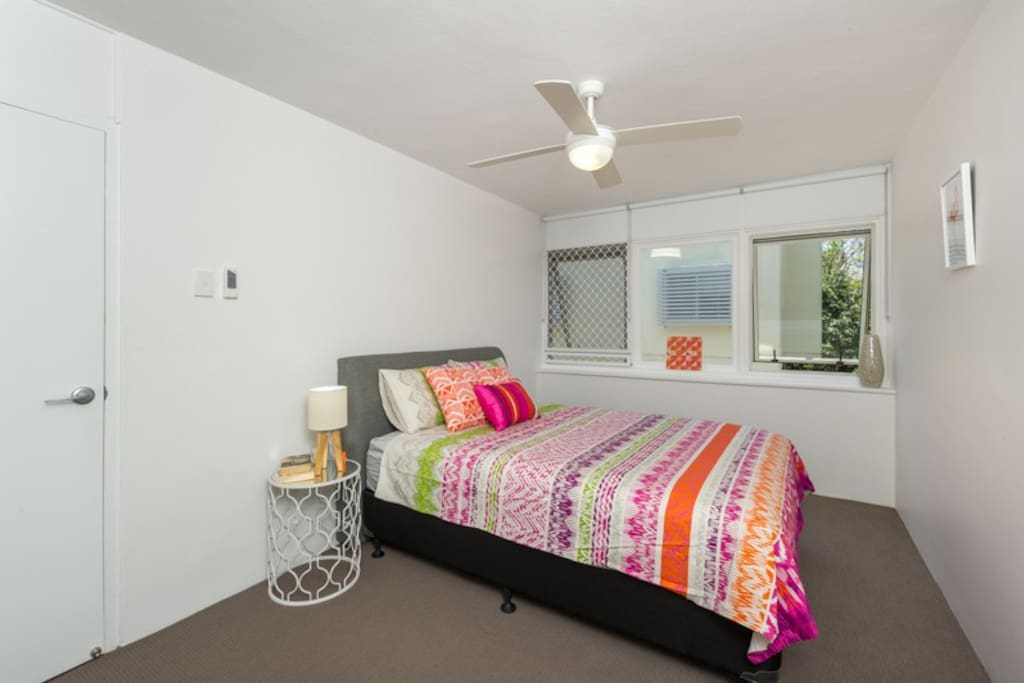 Super comfy Queen bed with quality linen. The room features plenty of storage space for clothes and other items.