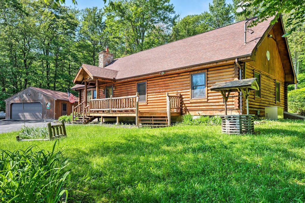 Pack your bags and retreat to the Poconos Mountains in this 3-bedroom, 2-bathroom Tobyhanna vacation rental house.