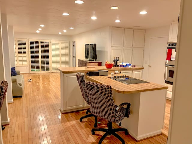 Prvt Room in Lrg Home Shared Kitchen Common areas