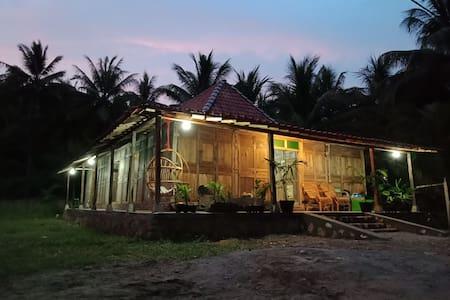Roemah K Villa at Ngiroboyo